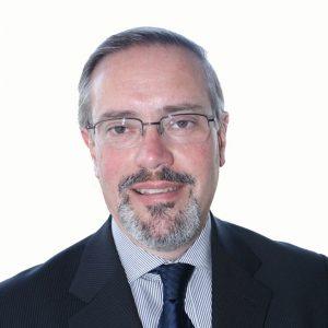 Renato León